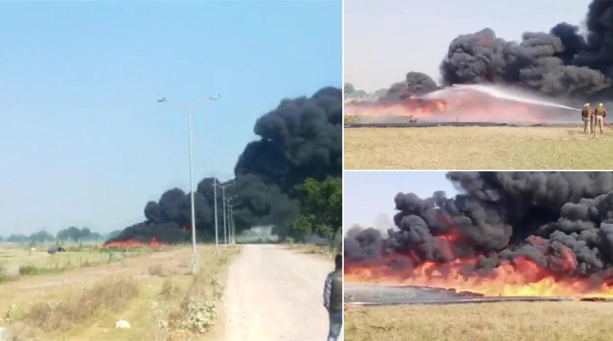 उन्नाव में क्षुब्ध किसानों ने पावर हाउस के सामने रखे पाइप में लगाई आग, पुलिस हुई सख्त