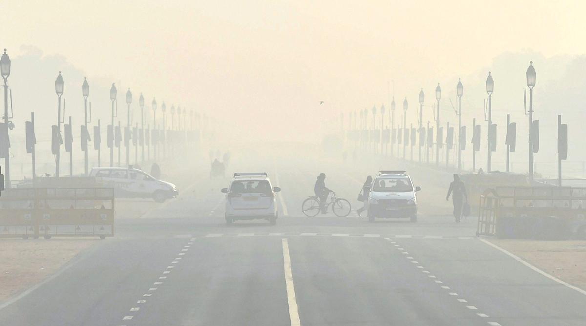 पाकिस्तान: लाहौर में वायु प्रदूषण से बिगड़े हालात, जहरीली हवा में लोगों का सांस लेना हुआ दूभर