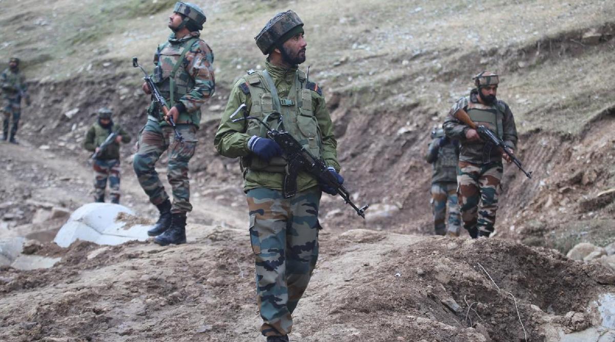 जम्मू-कश्मीर: कुपवाड़ा जिले के तंगधार में सेना के 3 जवान बर्फीले तूफान में लापता, सर्च ऑपरेशन जारी