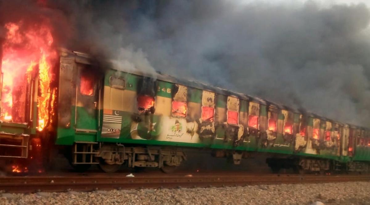 पाकिस्तान: कराची-रावलपिंडी तेजगाम एक्सप्रेस ट्रेन में जले शवों की पहचान के लिए होगा डीएनए परीक्षण