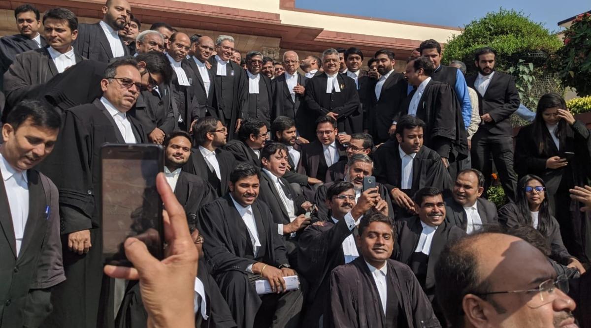 अयोध्या भूमि विवाद को लेकर रामलला को सुप्रीम कोर्ट के फैसले की प्रति सौंपेंगे वकील