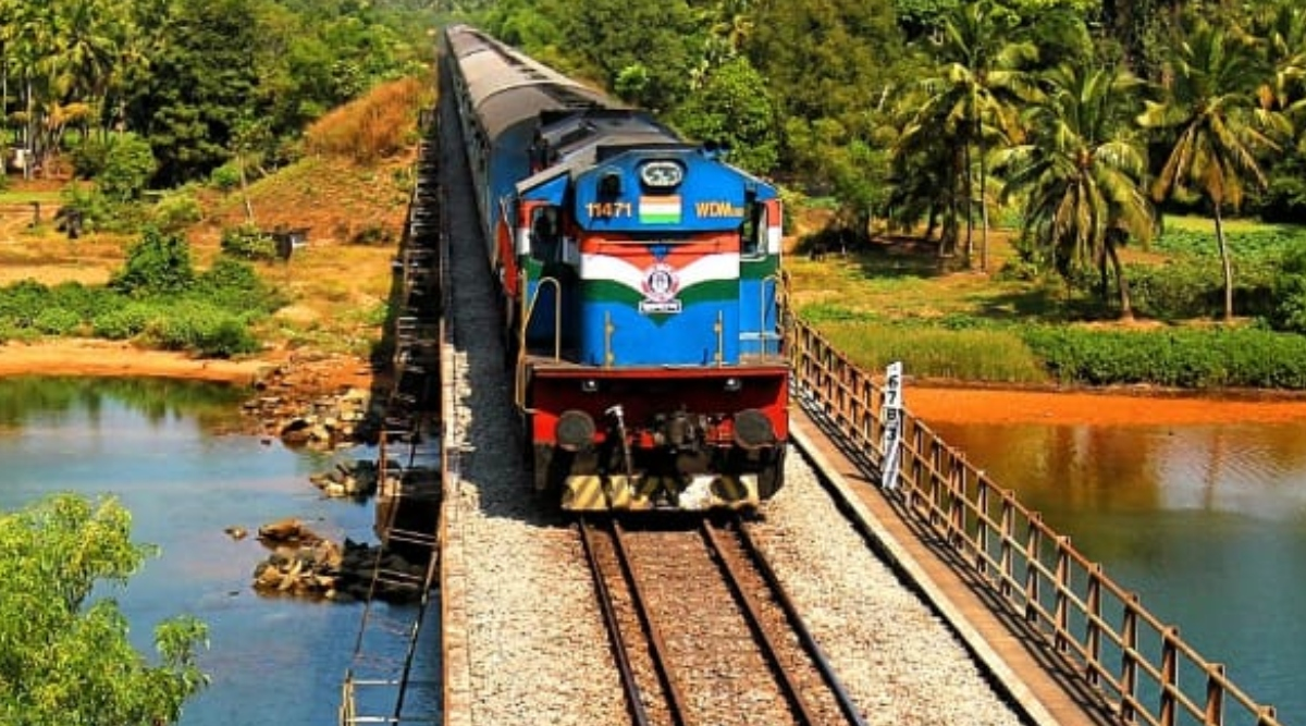रेलवे ने सेवाएं सामान्य होने तक फंसे हुए यात्रियों के प्रतीक्षालय में ठहरने की समय सीमा बढ़ाई