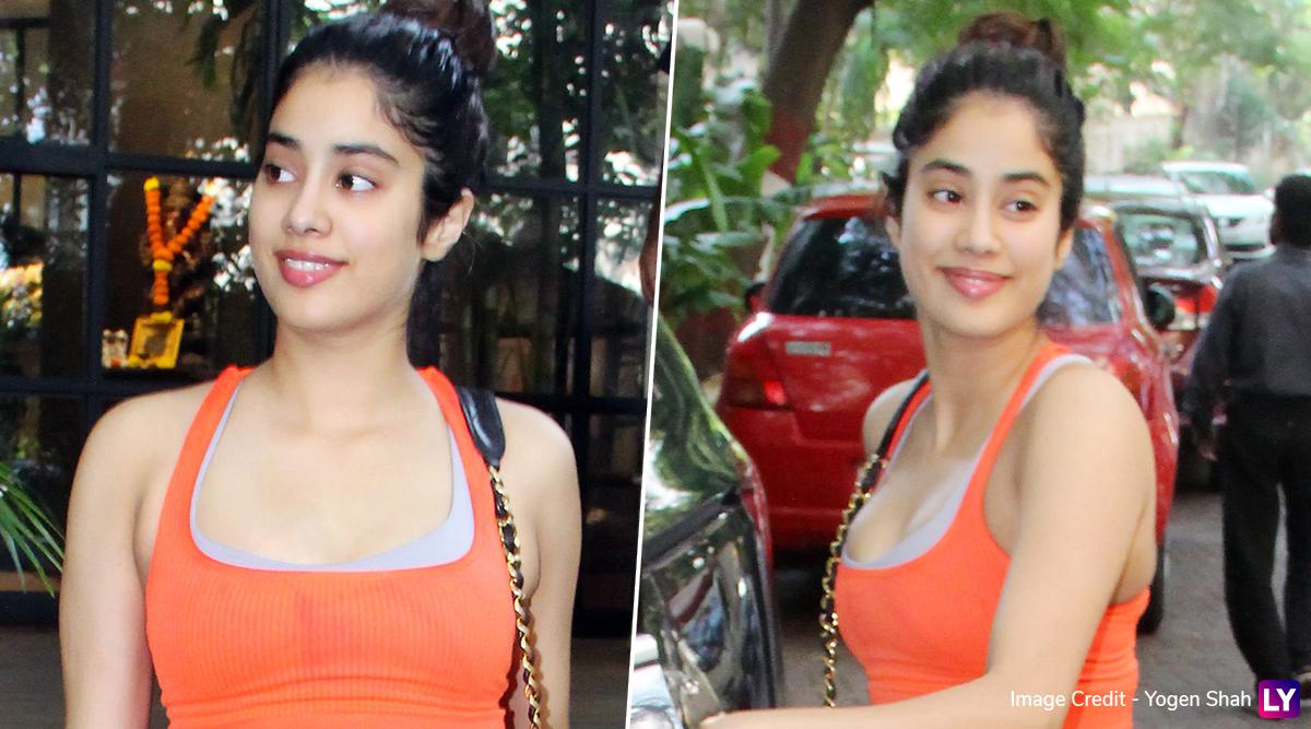 श्रीदेवी की बेटी जाह्नवी कपूर ने हॉट जिम लुक में दिखाया अपना सेक्सी अवतार, देखें Photos