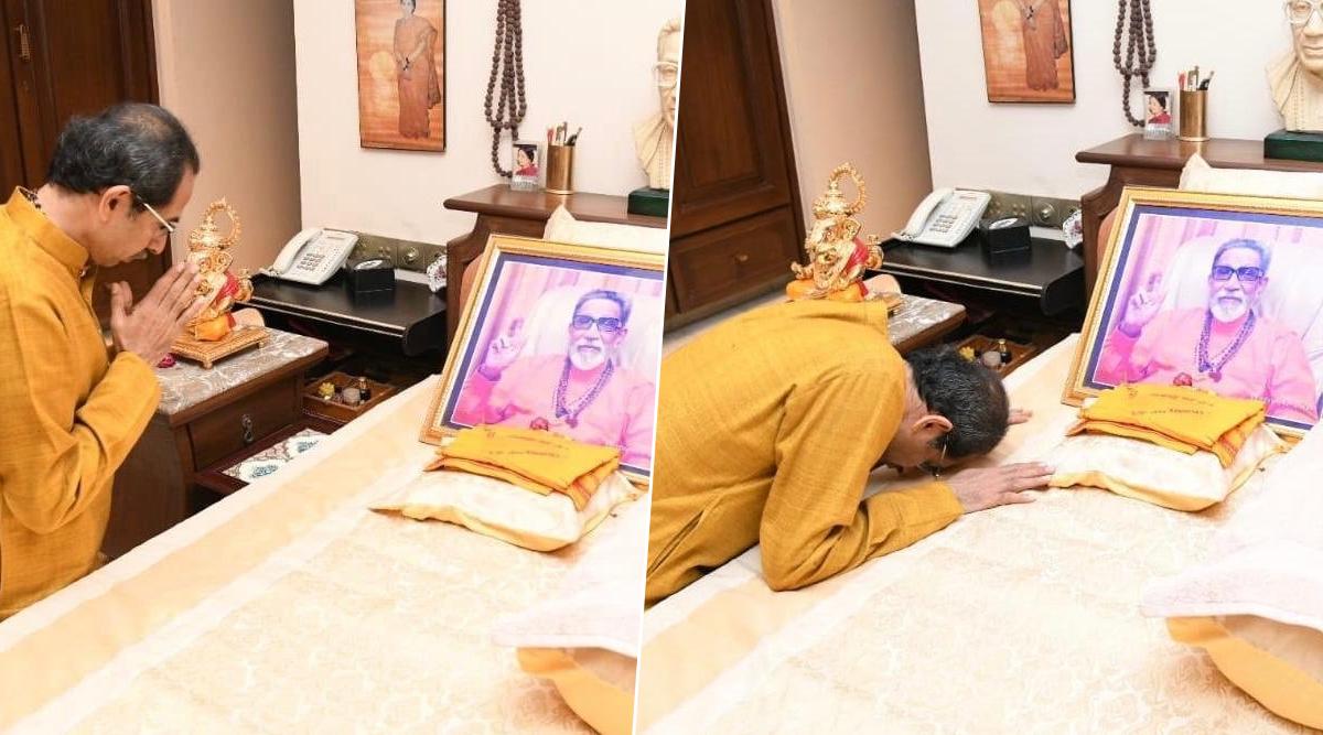 उद्धव ठाकरे ने अपने घर मातोश्री में पिता और शिवसेना संस्थापक बालासाहेब ठाकरे को किया नमन, तस्वीर के सामने टेका माथा