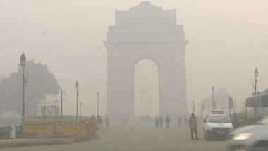 दिल्ली में प्रदूषण का कहर: एयरपोर्ट से 32 फ्लाइट डायवर्ट, सांस लेने में हो रही है दिक्कत