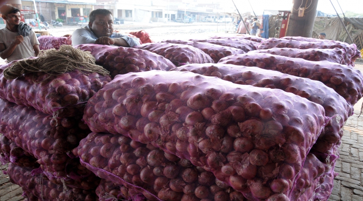 प्याज के बढ़ते दामों पर रोक लगाने के लिए केंद्रीय मंत्रिमंडल ने 1.2 लाख टन कांदे के आयात को दी मंजूरी