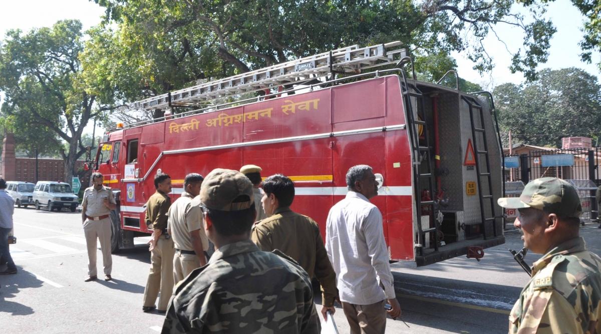 दिल्ली: बिक्री कर विभाग की इमारत में लगी आग, दमकल ने किया काबू