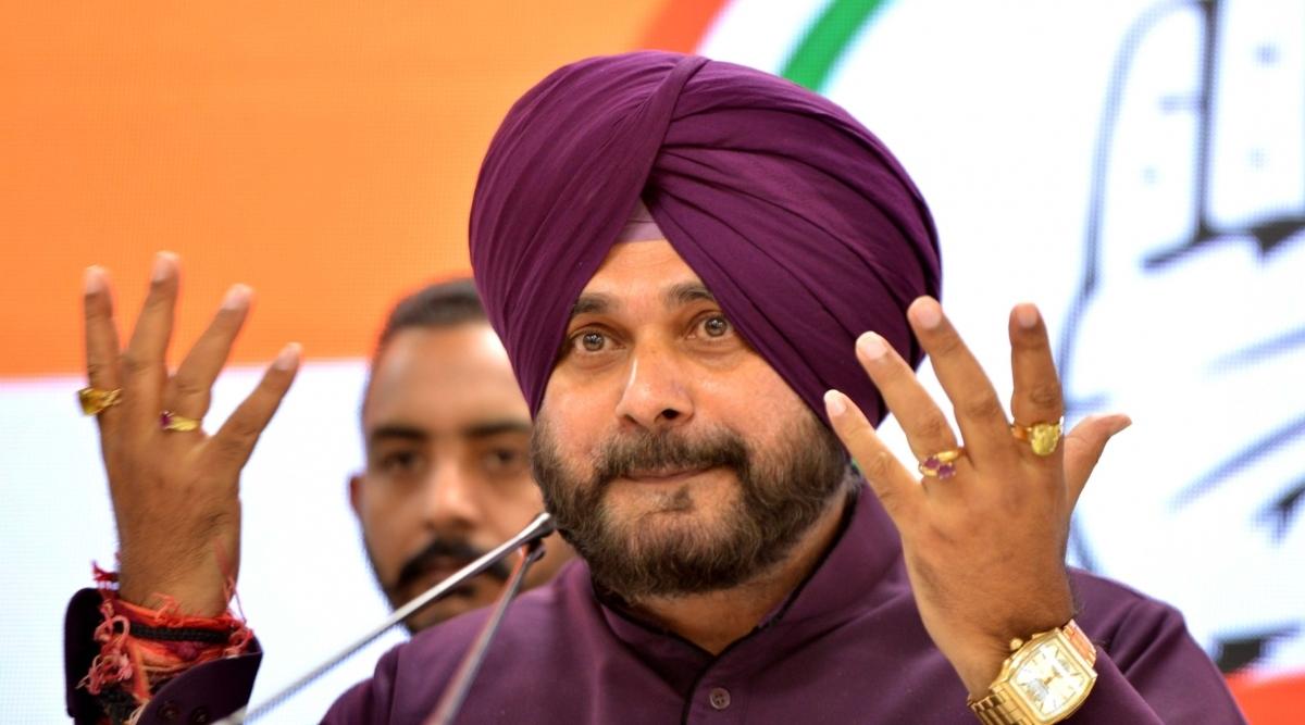 करतारपुर कॉरिडोर: ऐतिहासिक सिख धर्मस्थल पर मत्था टेकने पाकिस्तान पहुंचे कांग्रेस नेता नवजोत सिंह सिद्धू