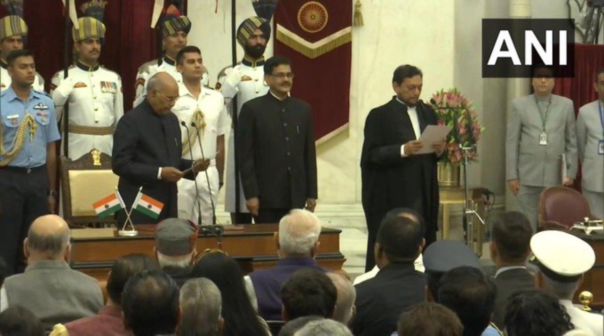 जस्टिस बोबडे बने भारत के 47वें मुख्य न्यायाधीश, राष्ट्रपति रामनाथ कोविंद ने दिलाई सुप्रीम कोर्ट के चीफ जस्टिस पद की शपथ