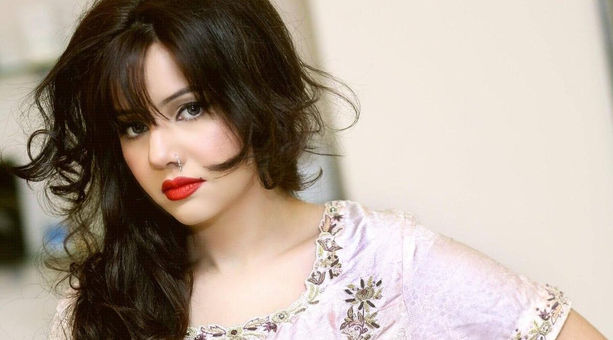 विवादित पाकिस्तानी सिंगर रबी पीरजादा ने इंडस्ट्री छोड़ने का किया ऐलान, Nude तस्वीरें लीक होने के बाद लिया फैसला