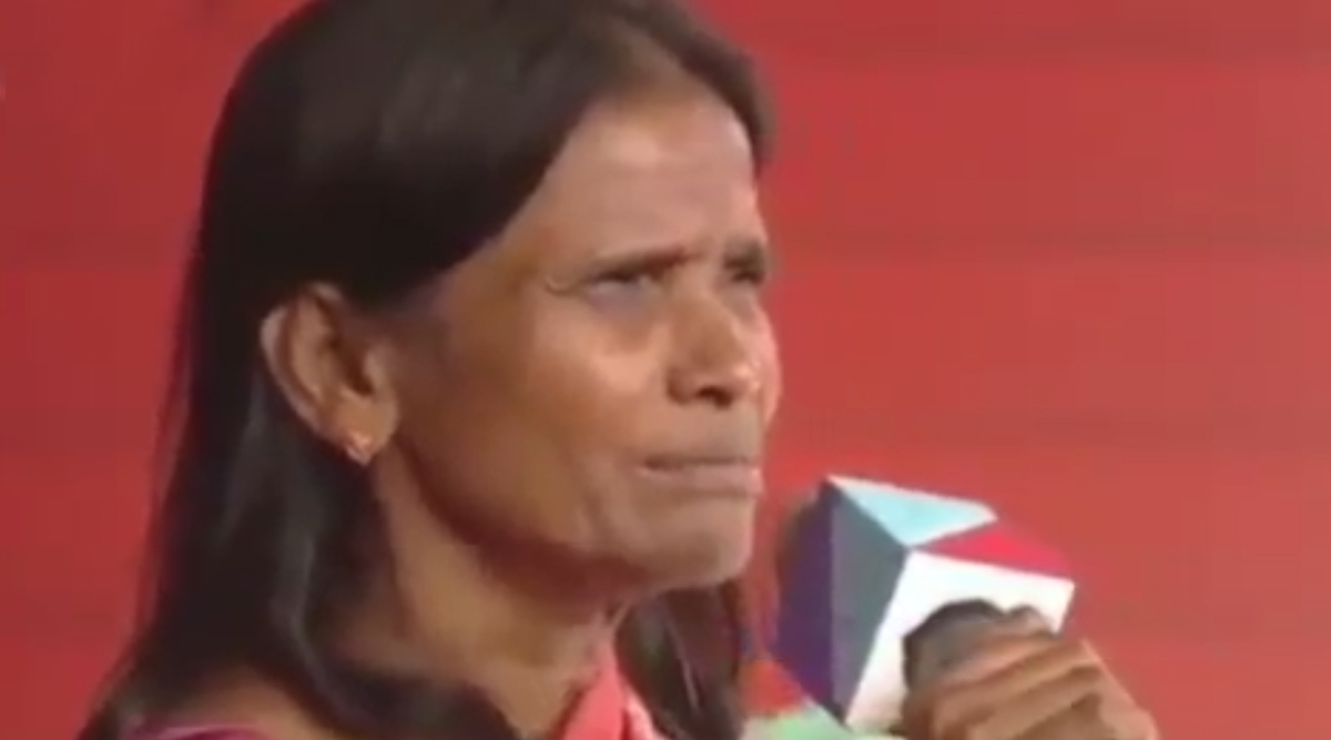 स्टेज पर खड़ी रानू मंडल का गाना सुनना चाहते थे लोग, सिंगिंग सेंसेशन ने कहा- Omg, मैं भूल गई, देखें Viral Video
