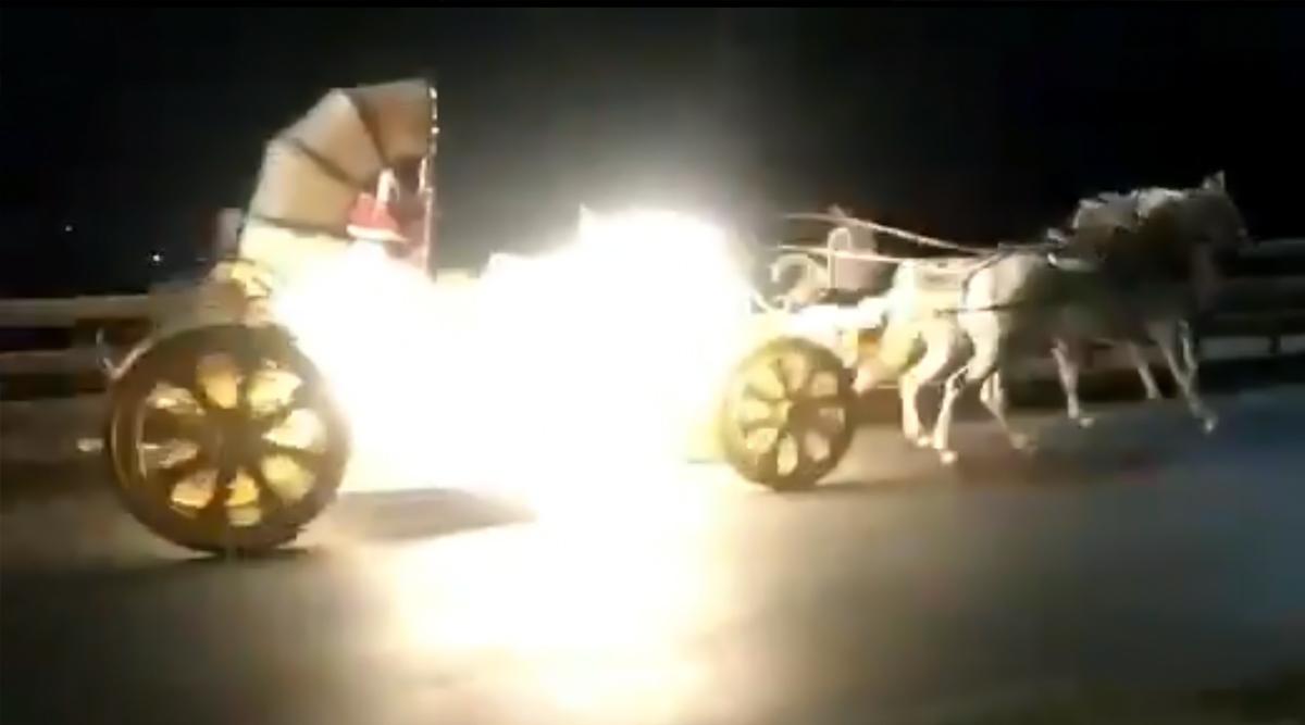 पुणे: बंड गार्डन के पास रथ हुआ बेकाबू, मालिक ने घोड़े को ऐसे किया कंट्रोल, देखें वायरल वीडियो