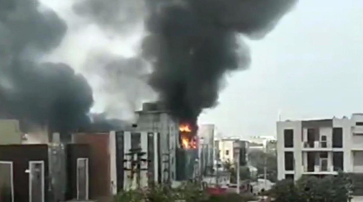 दिल्ली के बाद अब गुरुग्राम के मानेसर में एक फैक्ट्री में लगी आग, घटनास्थल पर दमकल की 6 गाड़ियां मौजूद