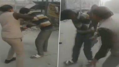 उत्तर प्रदेश: छात्राओं से छेड़छाड़ कर रहे मनचले की महिला कांस्टेबल सरेआम कुटा, 33 सेकेंड में जड़े 22 जूते