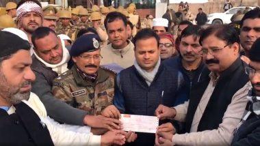 CAA Protest: यूपी में मुस्लिम समुदाय की अनोखी पहल, नुकसान की भरपाई के लिए योगी सरकार को दिए 6.27 लाख रुपये