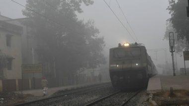 ठंड से कांपी राजधानी दिल्ली, घने कोहरे के कारण 15 घंटे देरी से चल रही हैं 34 ट्रेनें