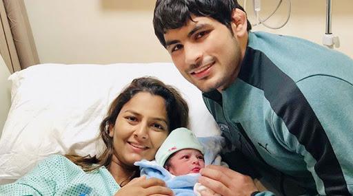 दंगल गर्ल गीता फोगाट ने दिया बेटे को जन्म, सोशल मीडिया पर सामने आई ये क्यूट फोटो