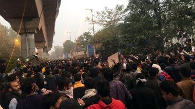 पटना में उपद्रवियों ने पुलिस चौकी और वाहनों में लगाई आग, दर्जनों पुलिसकर्मी घायल