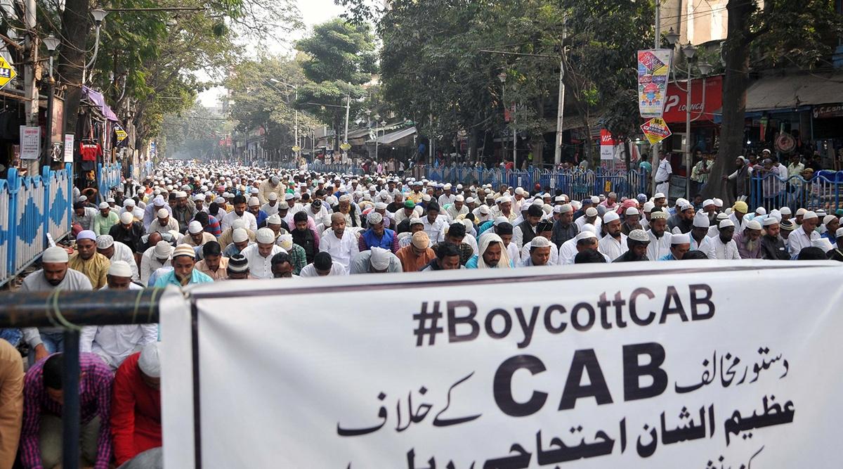 पश्चिम बंगाल: सीएए विरोधी प्रदर्शनकारियों ने रेलवे स्टेशनों में लगाई आग