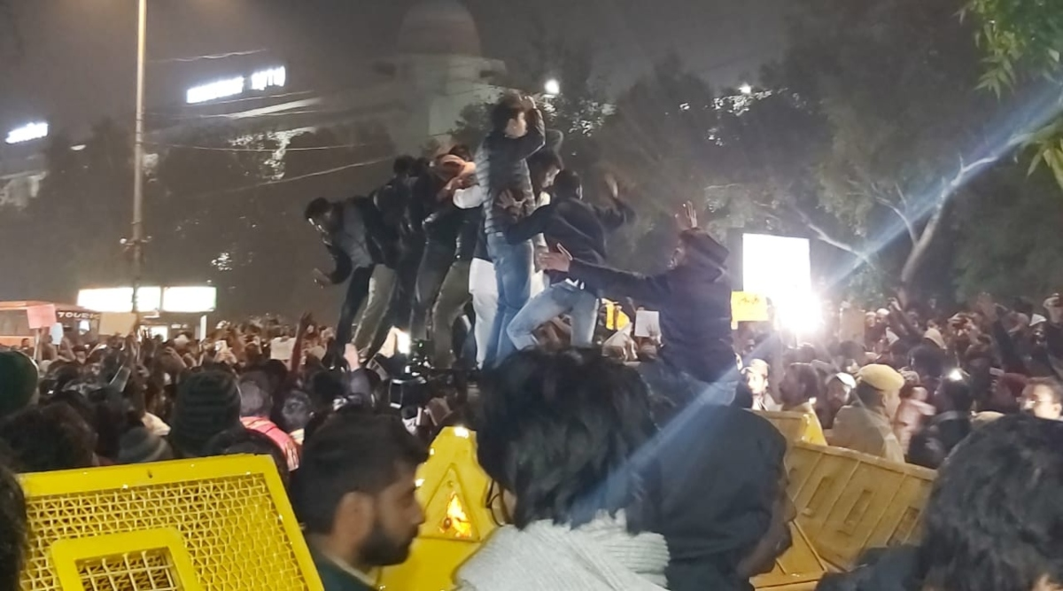 नागरिकता संशोधन अधिनियम के कारण देश के कई हिस्सों में विरोध प्रदर्शन जारी, उत्तर प्रदेश के कई जिलों में धारा 144 लागू