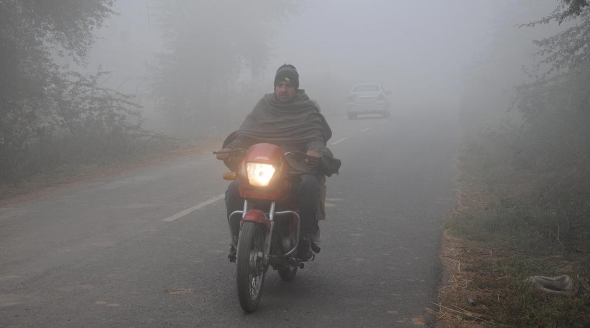 उत्तर भारत में कड़ाके की ठंड, कोहरे के आगोश में कई शहर