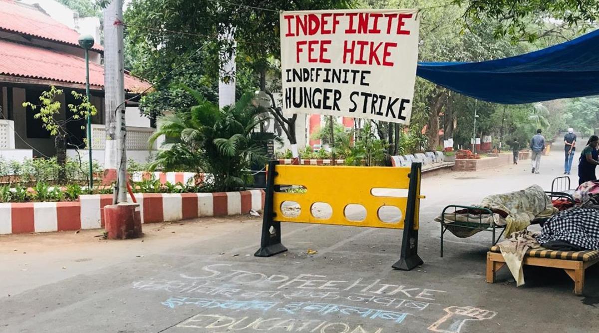 फीस बढ़ाने के विरोध में एफटीआईआई के चार छात्र अनिश्चित काल के लिए भूख हड़ताल पर