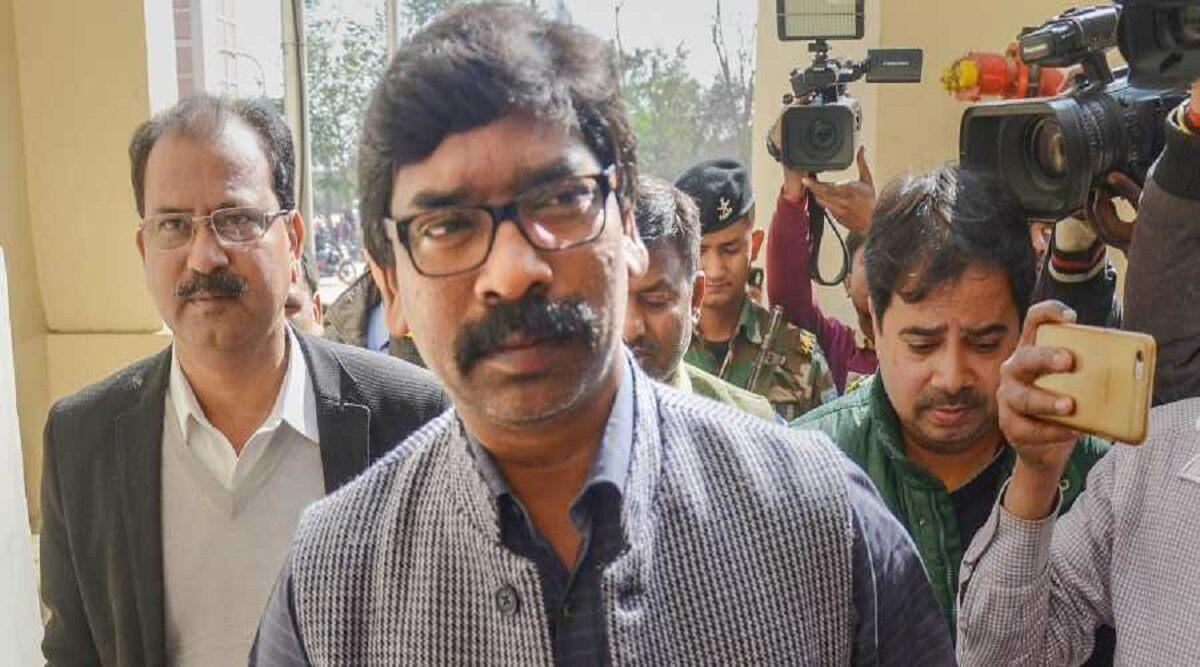 झारखंड: मुख्यमंत्री हेमंत सोरेन ने छोड़ी दुमका सीट, पत्नी कल्पना लड़ सकती हैं चुनाव