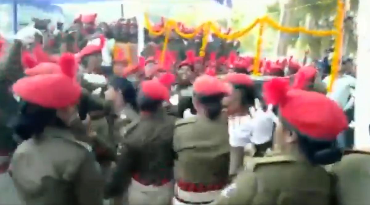 बिहार: सीतामढ़ी में महिला पुलिसकर्मियों ने भोजपुरी गाने पर जमकर किया डांस, देखें वीडियो