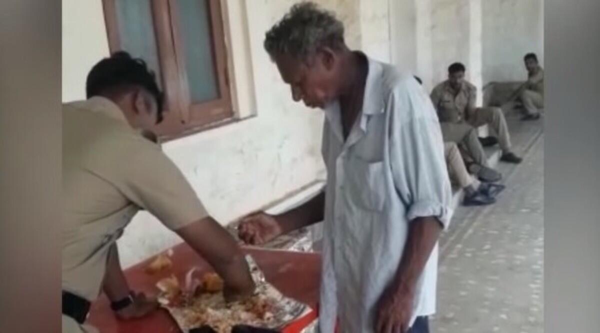 केरल: पुलिस अधिकारी का एक शख्स के साथ अपना खाना बांटने का वीडियो हुआ वायरल, लोगों ने कहा असली हीरो