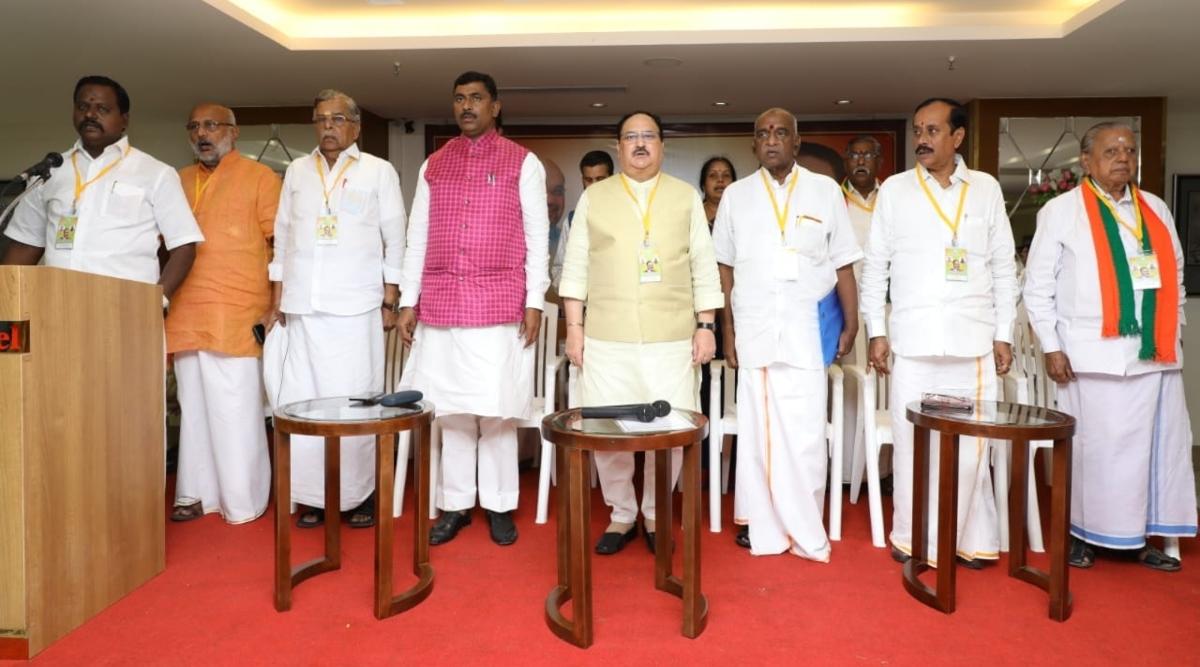 'मिशन साउथ' के तहत तमिलनाडु में माहौल बनाने पहुंचे BJP कार्यकारी अध्यक्ष जे पी नड्डा, एक्ट्रेस नमिता पार्टी में हुई शामिल