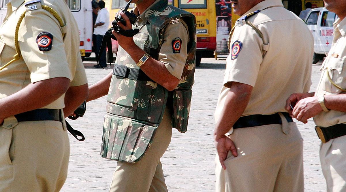 महाराष्ट्र: पुलिसकर्मियों पर COVID-19 का कहर, 1671 से ज्यादा संक्रमित, 18 की मौत