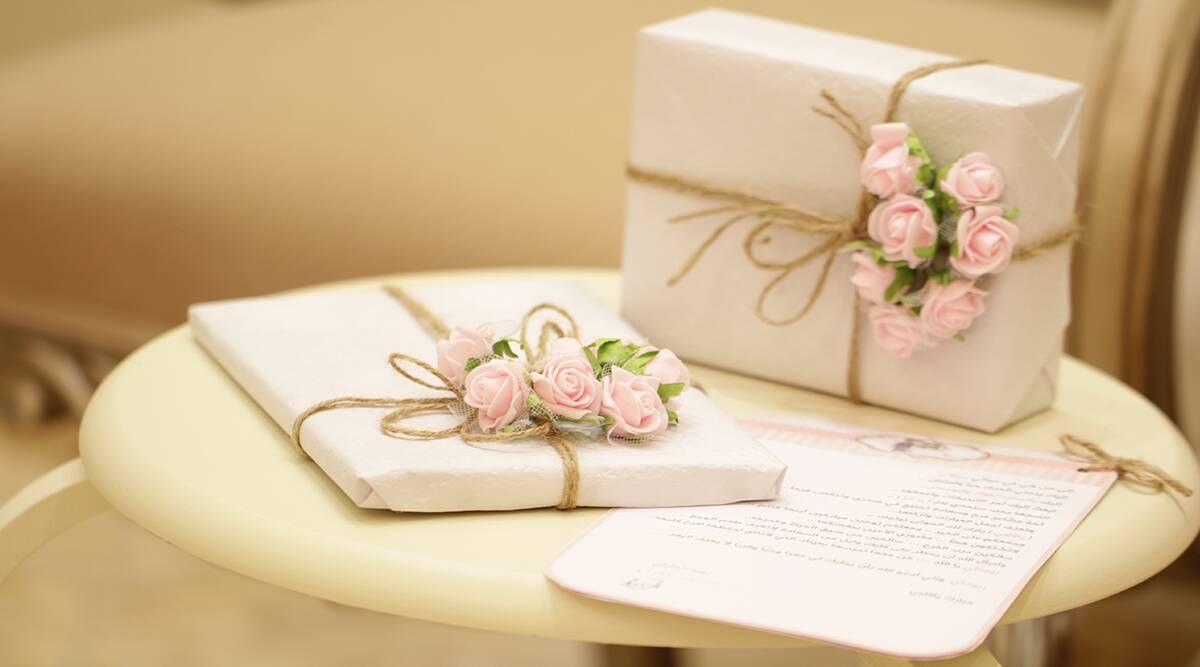 Wedding 2019-20 Gift Ideas: शादियों का चल रहा है सीजन, दूल्हा-दुल्हन को देना चाहते हैं कोई खास उपहार, तो इन अनोखे गिफ्ट आइडियाज की लें मदद