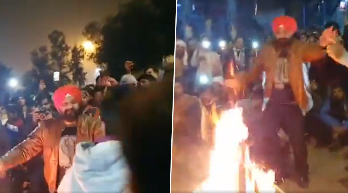 CAA Protest: शाहीन बाग़ में दिखाई दी गंगा जमुनी तहजीब, सभी धर्मों के लोगों ने मिलकर धूम- धाम से मनाई लोहड़ी, देखें वीडियो