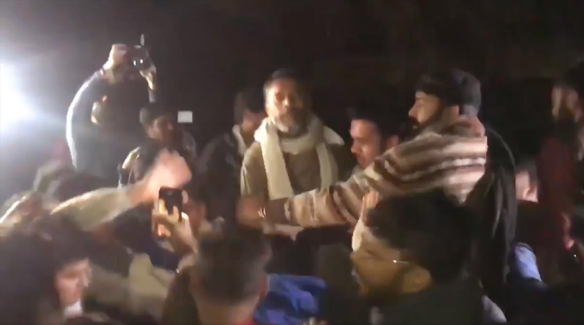 JNU हिंसा: स्वराज इंडिया पार्टी के संस्थापक योगेंद्र यादव का आरोप, जेएनयू छात्रों से मिलने के दौरान तीन बार हमला- मुंह पर मारी लात