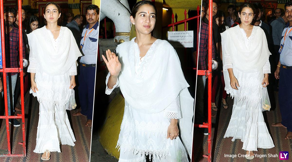 सारा अली खान पहुंची शनि मंदिर, मॉम अमृता सिंह के साथ मिलकर की पूजा, देखें Photos