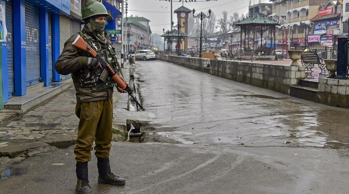 कश्मीर में ब्रॉडबैंड अगले 48 घंटो में हो सकता है शुरू, मोबाइल इंटरनेट पर लगी रहेगी पाबंदी: रिपोर्ट