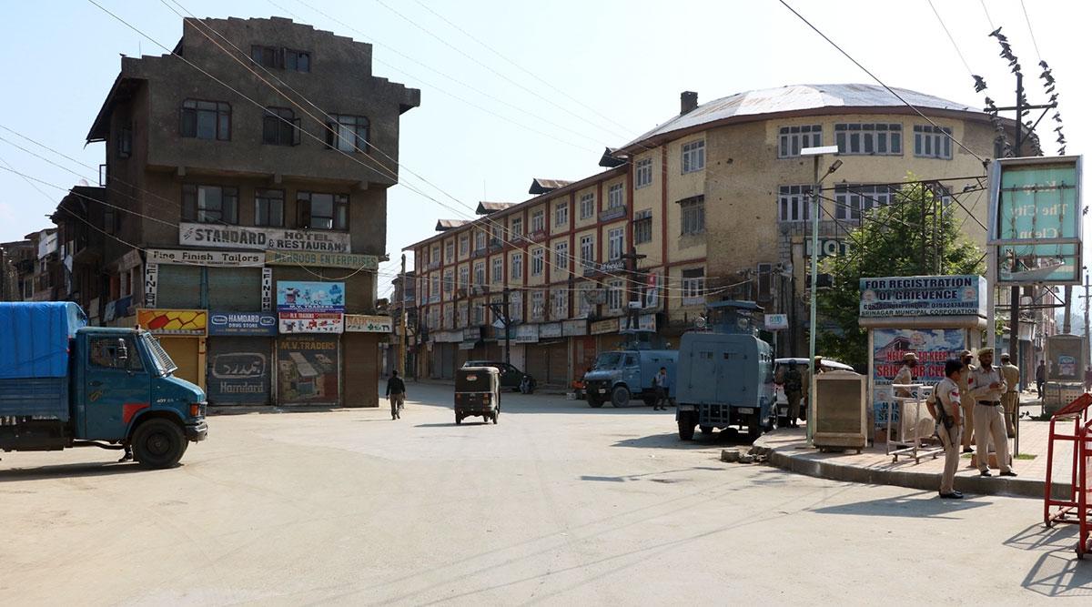 जम्मू-कश्मीर हालात हो रहे हैं सामान्य, पांच और नेताओं को नजरबंदी से मिली रिहाई