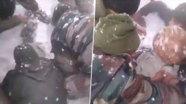 जम्मू-कश्मीर: बर्फ के नीचे दबे शख्स के लिए फरिश्ता बने भारतीय सेना के जवान, देखें VIDEO- ऐसे बचाई गई जान
