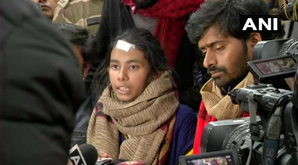 JNU हिंसा: दिल्ली पुलिस ने जवाहरलाल नेहरू विश्वविद्यालय छात्रसंघ  की अध्यक्ष आइशी घोष, दो अन्य से की पूछताछ