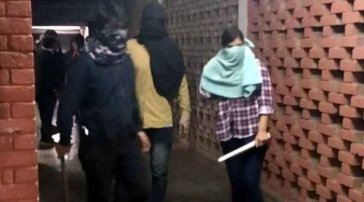JNU हिंसा: दिल्ली पुलिस को जेएनयू की तरफ सेमिलीं 11 शिकायतें, क्राइम ब्रांच करेगी जांच