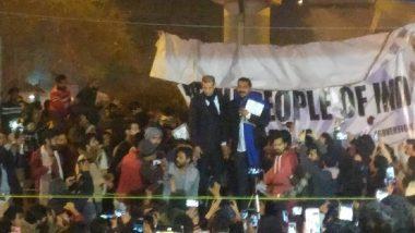 CAA Protest: शाहीन बाग के प्रदर्शनकारियों से मिलने पहुंचे भीम आर्मी चीफ चंद्रशेखर आजाद, कहा- ये संविधान बचाने की लड़ाई है