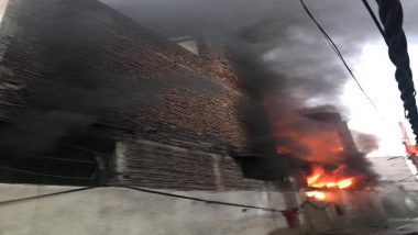 दिल्ली: मायापुरी फेज-2 के हरिनगर में स्थित एक जूते की फैक्ट्री में लगी भीषण आग, दमकलकी 20 गाड़ियांमौके पर पहुंची
