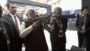 Defence Expo 2020: डिफेंस एक्सपो में प्रधानमंत्री मोदी ने हाथों में राइफल थाम दाग दी गोली, देखें VIDEO