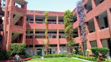 गार्गी कॉलेज मामला: छात्राओं से छेड़छाड़ के बाद एक्शन में दिल्ली पुलिस, महिला आयोग ने भी लिया संज्ञान