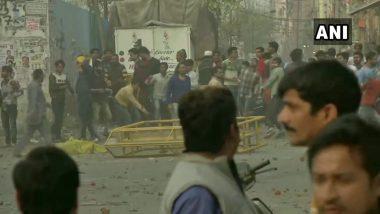 जाफराबाद में CAA के खिलाफ प्रदर्शन: मौजपुर इलाके में दो गुटों के बीच पत्थरबाजी, पुलिस ने छोड़े आंसू गैस के गोले