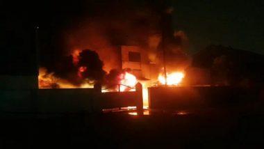 महाराष्ट्रः ठाणे के एक फैक्ट्री में लगी भीषण आग, फायर ब्रिगेड की गाड़ियां घटनास्थल पर पहुंची