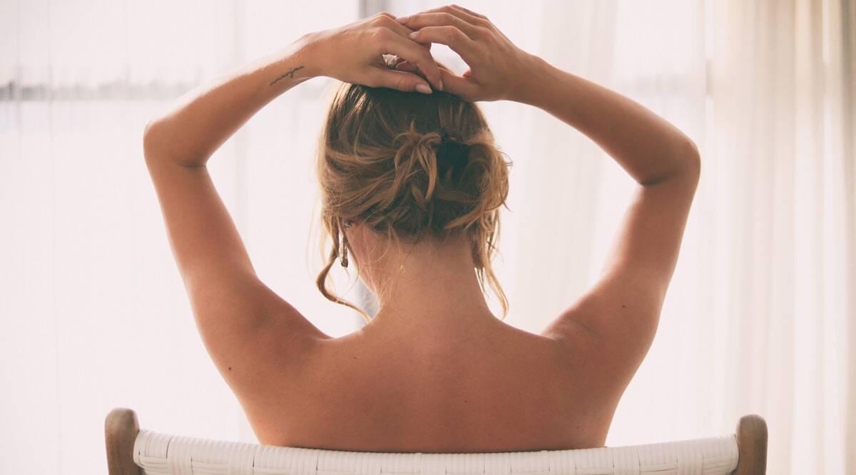 Nude Cleaning Business! नूड होकर घरों में सफाई करती है यह महिला, हर घंटे की कमाई जानकर आप भी हो जाएंगे हैरान