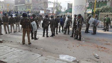 दिल्ली हिंसा: रात भर जागकर पहरा दे रहे हैं हिंसाग्रस्त क्षेत्रों के लोग