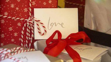 Propose Day 2020 Gift Ideas: प्रपोज डे पर खूबसूरत तोहफा देकर पार्टनर से कहें दिल की बात, इन  बेहतरीन गिफ्ट आइडियाज की मदद से उन्हें करें इंप्रेस