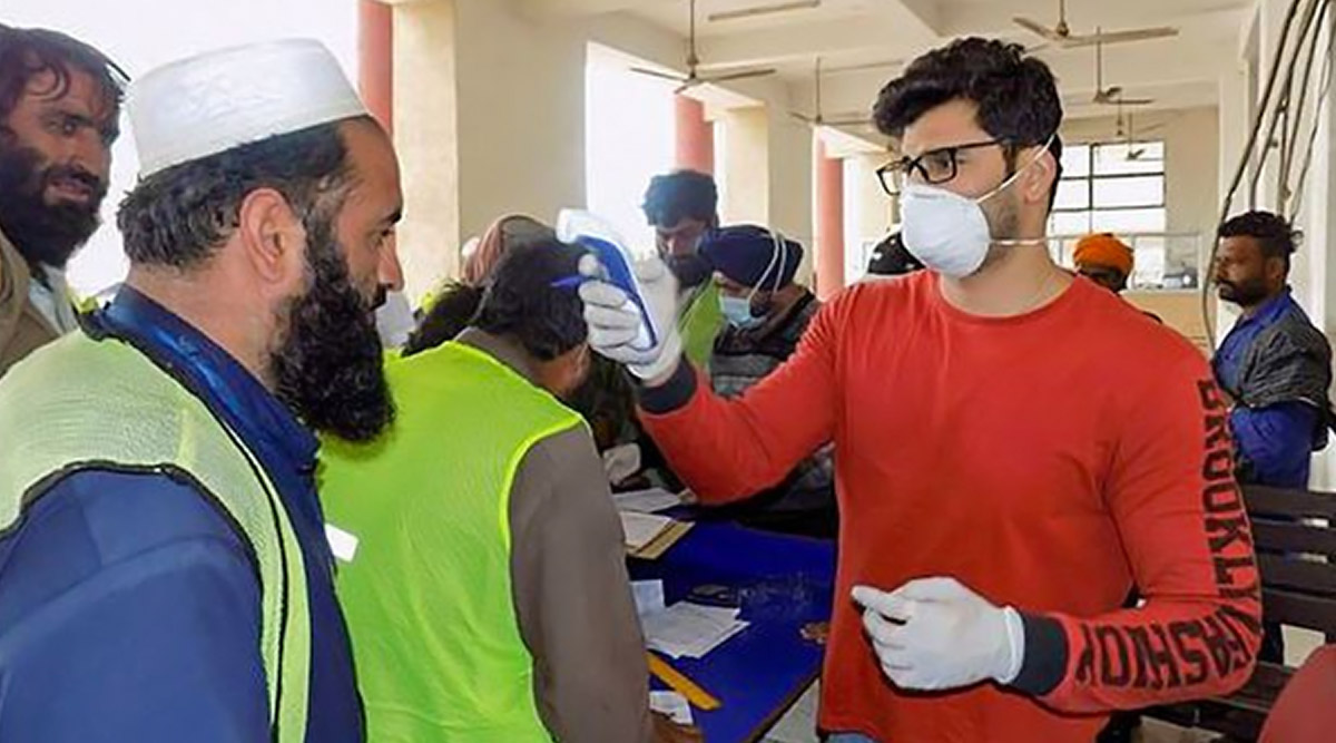 कोरोना वायरस से पाकिस्तान बेहाल, संक्रमितों की संख्या 1,100 के पार, 3.7 अरब डॉलर के लोन की गुहार